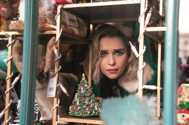 画像1: 【コレミヨ映画館vol.35】『ラスト・クリスマス』 ユーモアの奥に混迷の時代を考える味わいも。ワム!とジョージ・マイケルのヒット曲に彩られたラヴ・コメディ