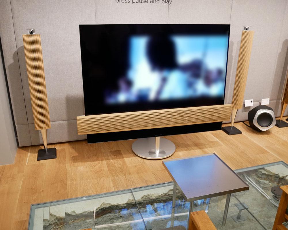 画像: ▲店舗中央左側には、BEOVISION ECLIPSE+BEOLAB 18によるシステムが展示
