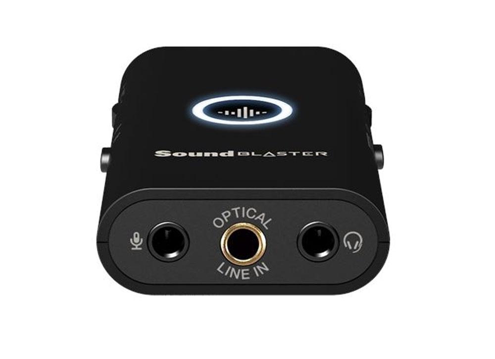 画像: 本体底面にある接続端子は、ヘッドホン出力、マイク入力、デジタル音声入力/ライン入力(兼用)