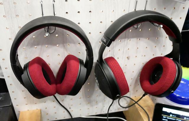 画像: ▲メディア・インテグレーションブースでは、FOCALブランドのスタジオ用モニターヘッドホンを展示。開放型の「Clear Professional」(右)と密閉型の「Listen Professional」だ