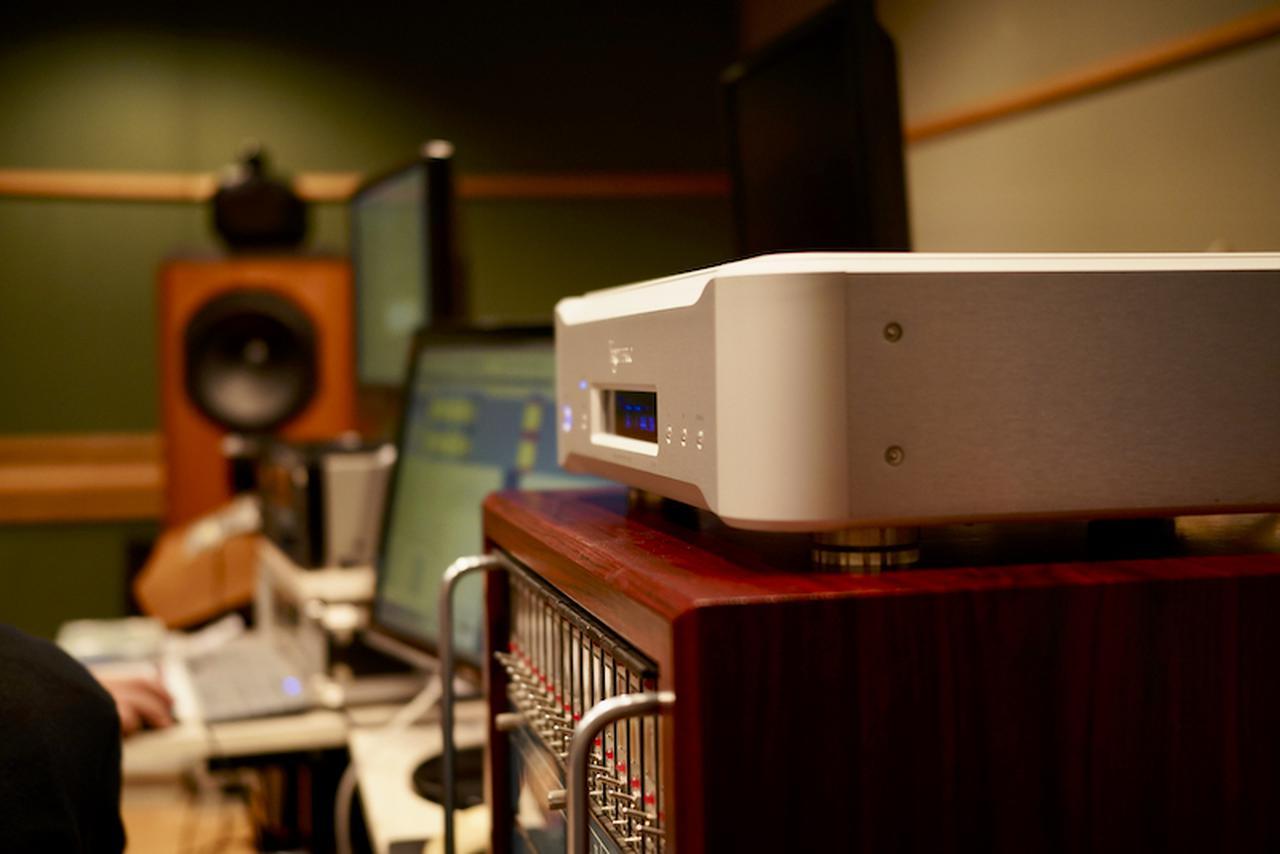 画像: 近年、音質に大きな影響を与えているとされ、その役割が重視されているのがマスタークロック。オーディオ再生とともに、高音質ソフト制作の現場でも高い精度が求められている