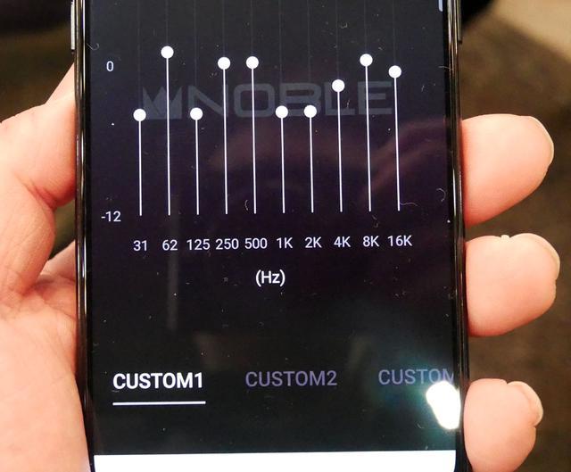 画像: ▲FALCON用のアプリの画面。好みの合わせた調整(イコライジング)が可能になる(写真は開発中のもの)