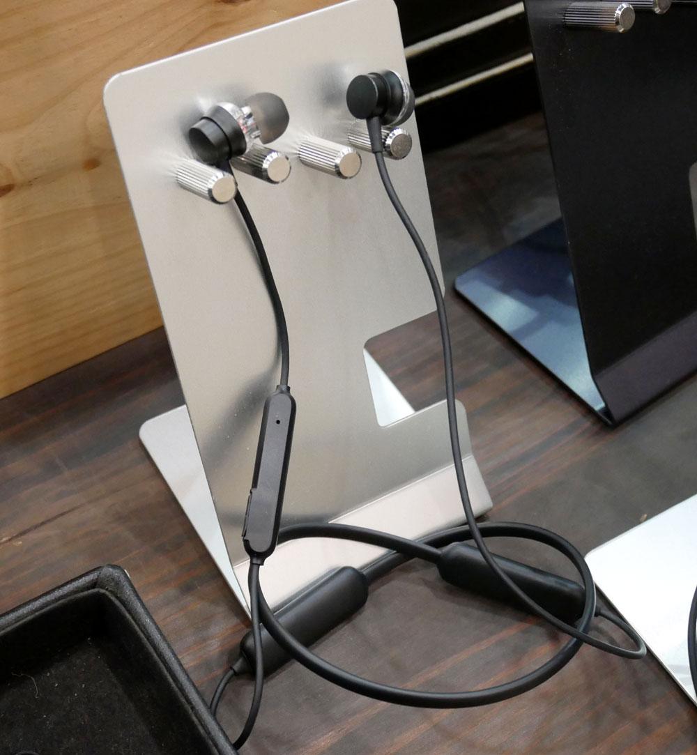 画像: ▲ダイナミックドライバー2基搭載の、ネックバンドタイプのワイヤレスイヤホン。担当的には、コレがおススメとか