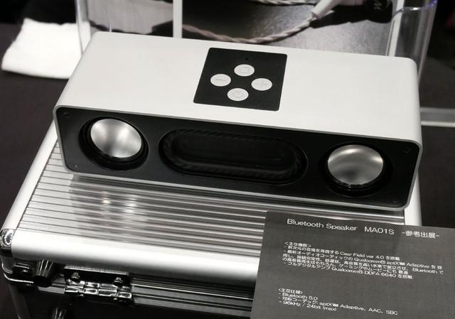 画像: ▲Mother Audioでは、Bluetoothスピーカー「MA01S」を参考展示。クアルコムブースに展示のあったシーイヤー社ワイヤレススピーカー「cear pave2」と、テクニカル的には同スペックの製品で、同社の音場技術「cear Field Ver.4.0」の搭載によって、豊かな音場の再現を目指すという。発売や価格は未定