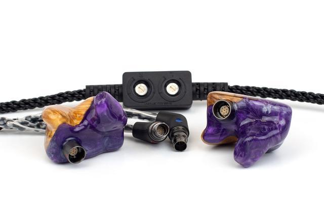 画像: デザインオプション「PurpleHaze」を施した状態のカスタムイヤーモニター「Jimi」(¥365,000前後)