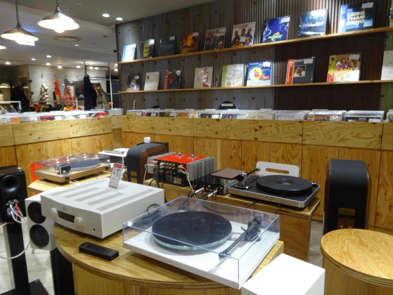 画像: 7Fのギンザレコード店内。売り物のレコードが聴けるセレクト・オーディオショップでもある。