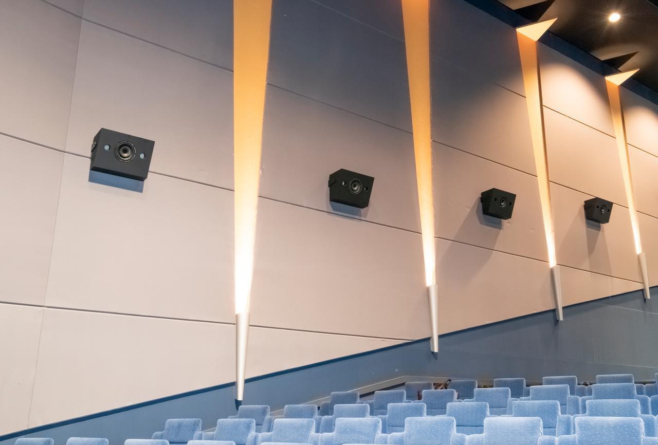 画像: 劇場の環境に合わせた 完全カスタムメイドスピーカーを導入。 設置後の感性領域を含む音の調整は 専門スタッフが執り行なう