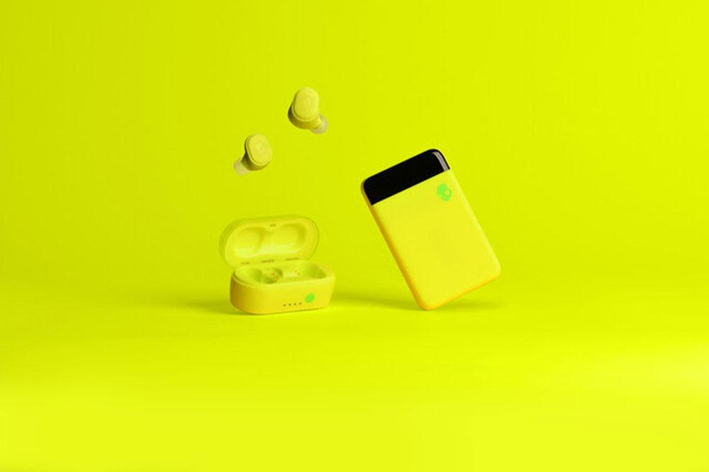 画像: Skullcandy、「12 MOODSキャンペーン」の最新カラーとなるビビッドなイエローを纏った完全ワイヤレスイヤホン「Sesh」を、1月17日に発売。購入特典は同色のモバイルバッテリー