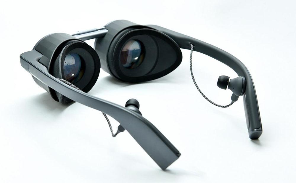 画像: パナソニックが、世界初HDR対応の眼鏡型VRグラスをCES2020で参考出品。小型・軽量ながら、映像に引きこまれるような臨場感あふれる仮想現実を体験できる