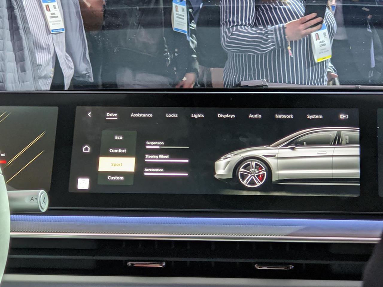 画像: ダッシュボード・ディスプレイにてクルマの現在情報を表示