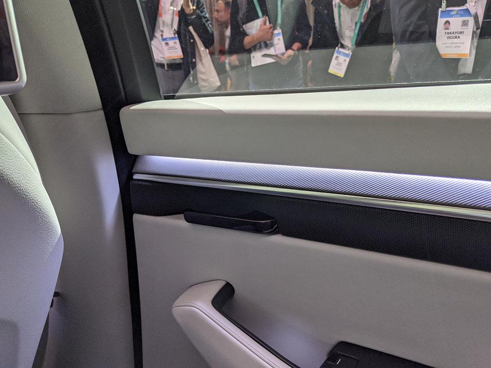 画像: 後部座席・右側