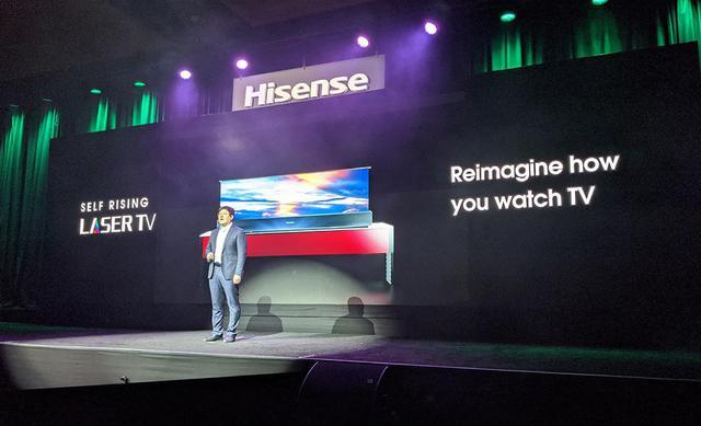 画像: スクリーン立ち上げ式のレーザーテレビ。どこかで見たような形だ