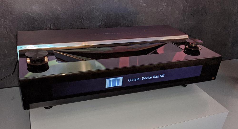 画像: ハイエンド機の「100L9」。3レーザー方式だ。モダーンなデザイン。上部にスピーカー