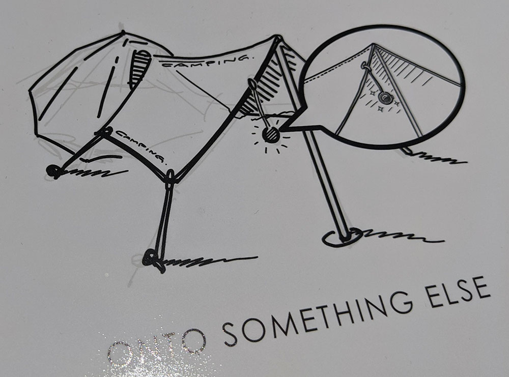 画像: テントに吊す