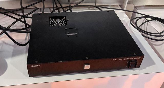 画像: HDMI2.0の4本線をHDMI2.1の1本にまとめる、アストロデザインのアダプター