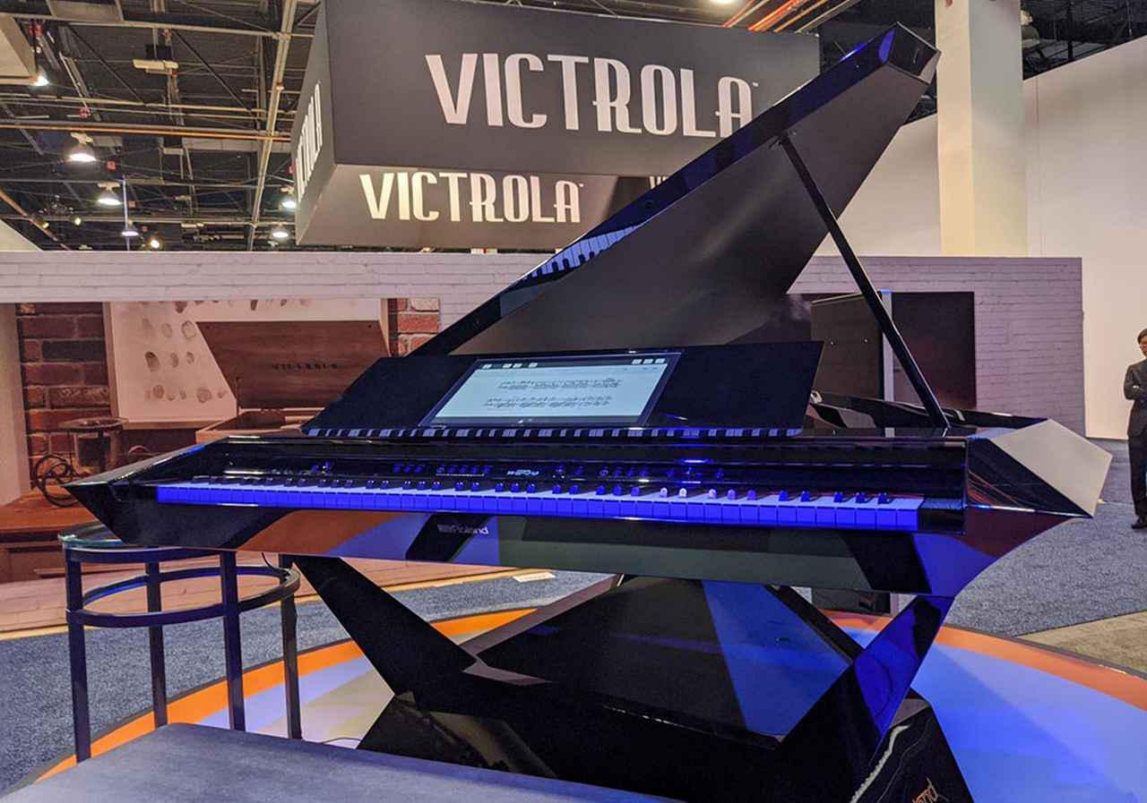 画像: コンサート・グランドピアノ型のコンセプトモデル『GPX-F1 Facet』。空気を切り裂く鋭角エッジ