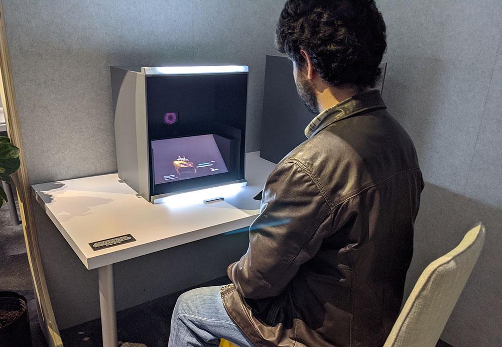 画像: 「視線認識型ライトフィールドディスプレイ」のブース