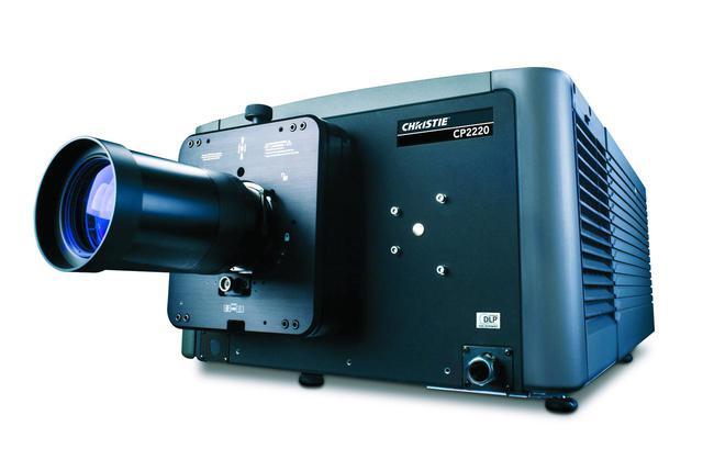 画像: プロジェクターはクリスティの「CP2220」を常設。解像度は2,048×1,080ピクセル、22,000ルーメンの明るさを誇り、デジタルシネマの魅力を存分に引き出す