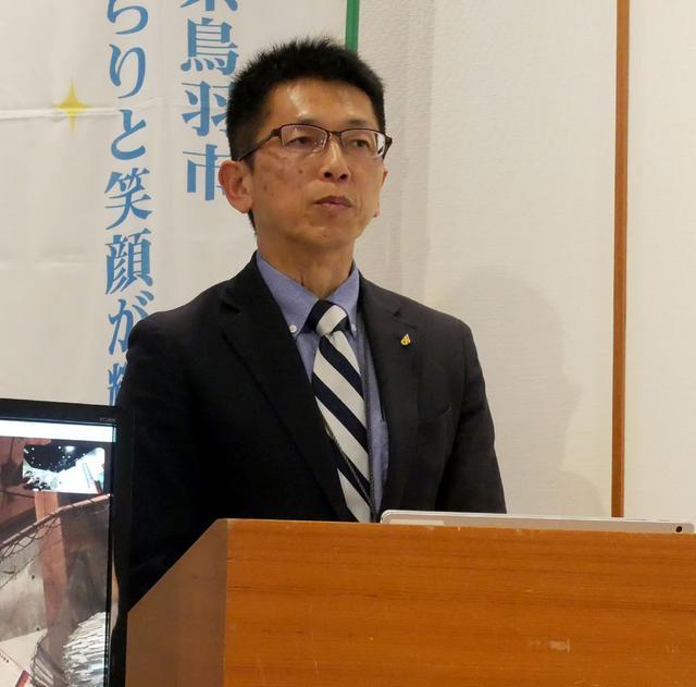 画像: キャリア教育モデル事業について説明する三重県教育委員会 上村和弘氏