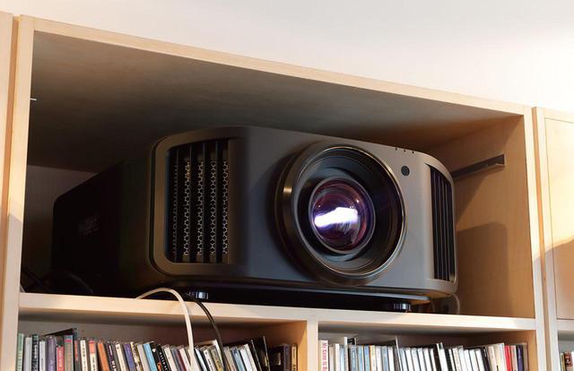 画像: これはモデルチェンジに匹敵する大きな進歩だ! JVCのD-ILAプロジェクターに追加された新機能「Frame Adapt HDR」の真価を、「DLA-V9R」と110インチ大画面で体験した - Stereo Sound ONLINE