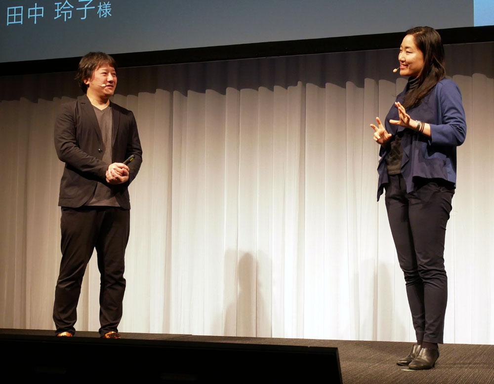 画像: LAVIE VEGAに搭載されたプロキーの使い勝手についてトークするNECパーソナルコンピュータの森部浩至氏(左)とアドビシステムズの田中玲子氏(右)