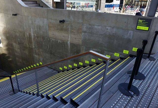 画像: 「WE WILL ROCK YOU」を奏でる階段。写真の黄色いステップを踏むこと