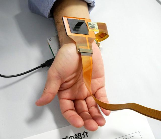 画像: ウエアラブル用センサーの試作機