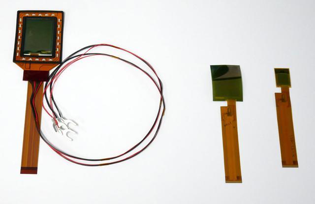画像: 今回発表のセンサー。試作機へ組み込まれているのは一番右のもので、それよりも大きいサイズもできますよ、という展示