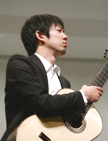 画像: ギタリスト・井上仁一朗氏