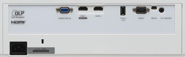 画像: 端子類は背面にまとめて配置されている。18Gbps対応のHDMI端子を2系統備えるほか、D-Sub15ピンによるPC向けの入力端子も搭載している