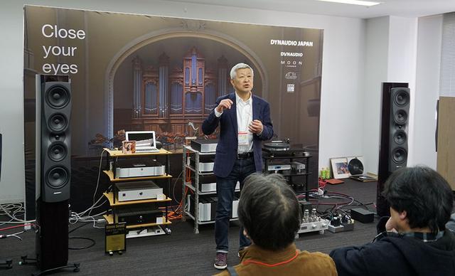 画像: 今回の試聴システムについて紹介する和田博巳さん
