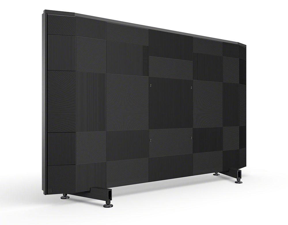 画像: 背面は縦横のスリットが格子状にあしらわれている。厚みは本体最大部で12cmで、壁掛け設置も可能