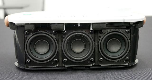 画像: 内部には40mm径のユニットが3基搭載されている。中央が声専用品
