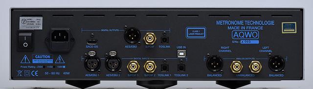 画像: ↑リアビュー。デジタル入力は1系統のUSB-B、2系統のRCA同軸、AES/EBU、TOS光の計7系統を、デジタル出力はSACD/CD出力のI²SHDMI端子とCD出力のRCA同軸、AES/EBU、TOS光を装備。