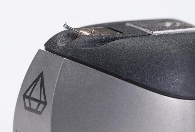 画像: カンチレバーは限定モデルThe MC Centuryで高評価を得た無垢単結晶ダイアモンド製。針先はレコードカッティング針の形状に近いReplicant 100。