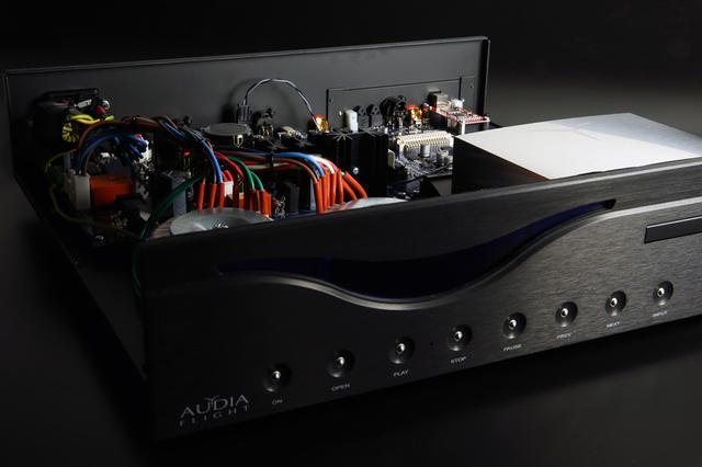 画像1: AUDIAのCD専用プレーヤー「FL CD THREE S」が3月1日に発売。384kHz/32ビット、DSD512対応のUSB入力も備え、単体DACとしても使える