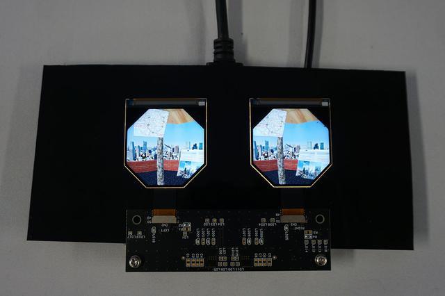 画像: 今回発表された2.1型液晶ディスプレイ