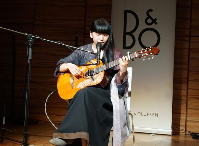 画像: 青葉市子さんの演奏も披露された