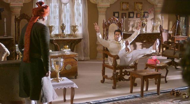 画像2: 【コレミヨ映画館vol.37】『プレーム兄貴、王になる』 大アクションに大群舞。鮮やかな色彩、ハッピーなストーリー! インド映画の楽しさあふれるエンターテインメント
