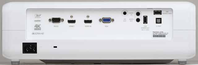 画像: ↑HDMIは2系統あるが、4Kコンテンツ視聴の際は「HDMI 4K」の端子に接続する。なお、本機はステレオスピーカーも内蔵している