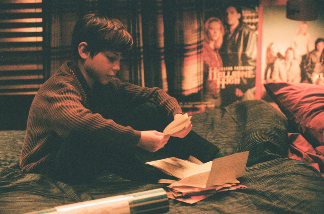 画像: 『ルーム』や『ワンダー 君は太陽』で観客の涙を誘ったジェイコブ・トレンブレイは2006年生まれ。本作では少年時代のルパートを演じる。母に連れられアメリカからロンドンへ引っ越すが、子役をやっていた影響でクラスメイトからいじめられ、周囲に心を閉ざすルパート。彼はドノヴァンに何を見たのか