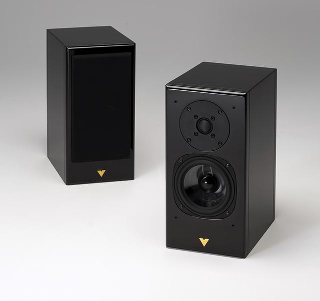 画像: Vienna Acoustics Haydn JUBILEE ¥180,000(ペア)+税 ●型式:2ウェイ2スピーカー・バスレフ型 ●使用ユニット:25mmドーム型トゥイーター、140mmコーン型ウーファー ●クロスーバー周波数:2.5kHz ●出力音圧レベル:88dB/2.83V/m ●インピーダンス:6Ω ●寸法/質量:W170×H345×D260mm/7.1kg
