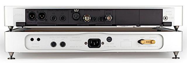 画像: Discrete DAC Plusの背面。写真のスパイクは非装備品で、標準装備品はスペシャル・ラバーフィートとなる