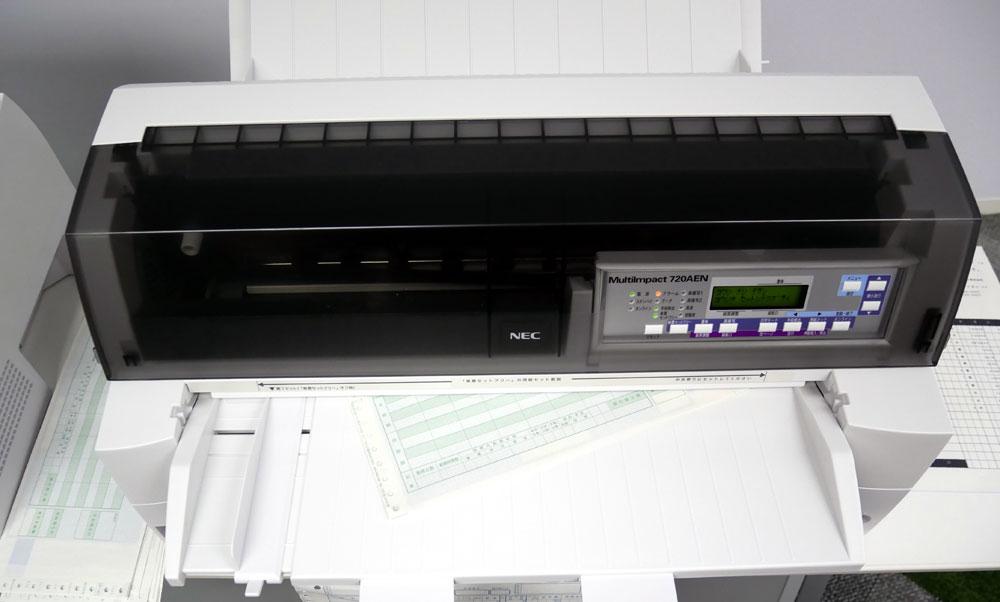 画像: 手差しの用紙の向きが少しぐらい曲がっていても、自動的に補正して印刷してくれる