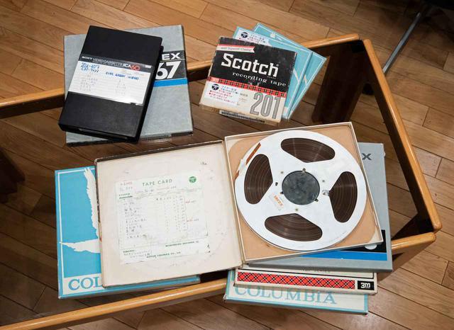 画像: 本作の制作のために集められたオリジナルのアナログマスターテープの数々(2曲のみデジタル音源素材)。