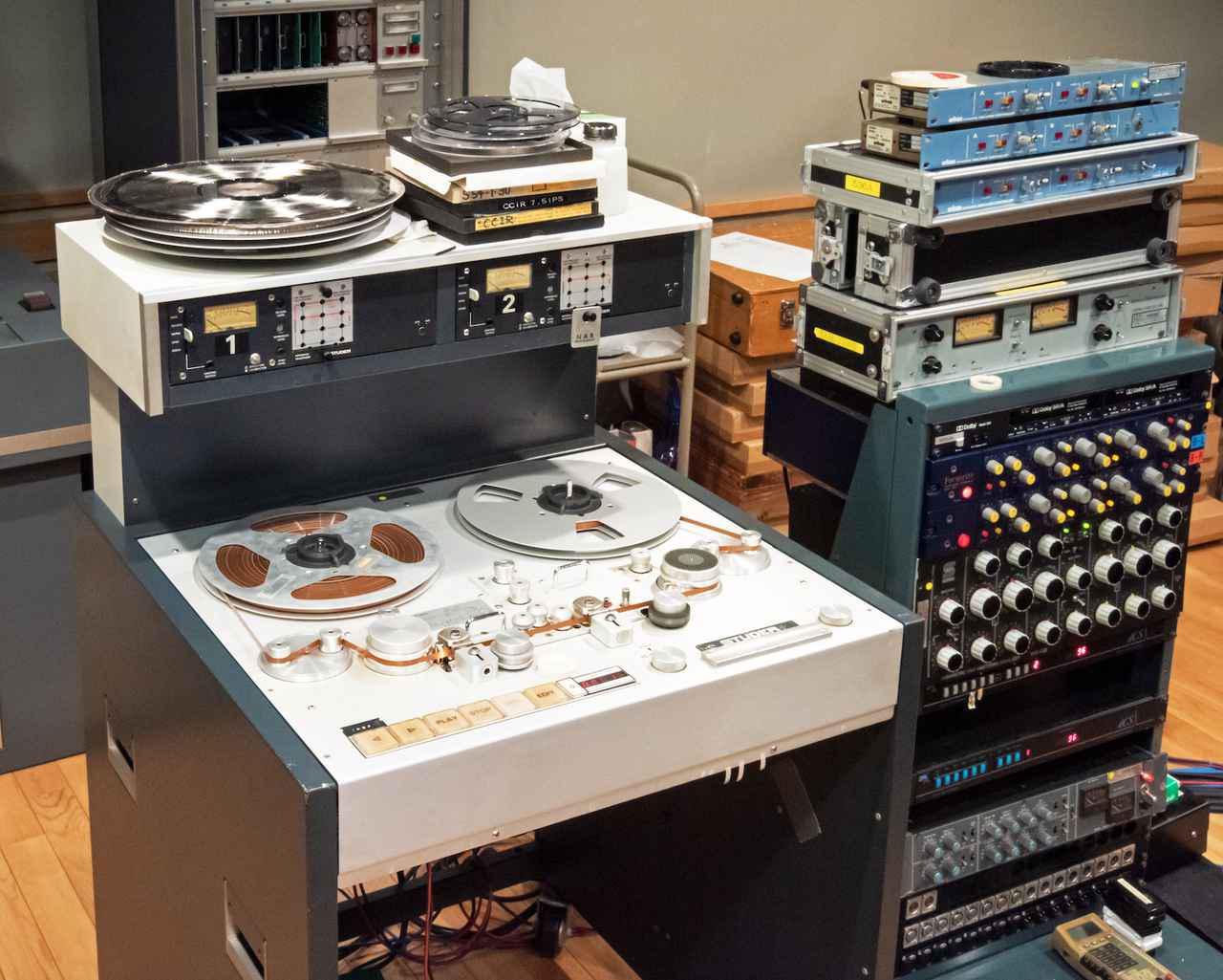 画像: 本作の制作のために使用されたアナログ素材用のマスターレコーダーは、調整の行き届いた「スチューダーA80」。SACDはマスター素材から音調整を施した上でダイレクトにDSD 2.8MHz化、CDはDSDからのダウンコンバートではなく、再度マスターテープを再生して器に相応しいマスタリングが新たに施されている。