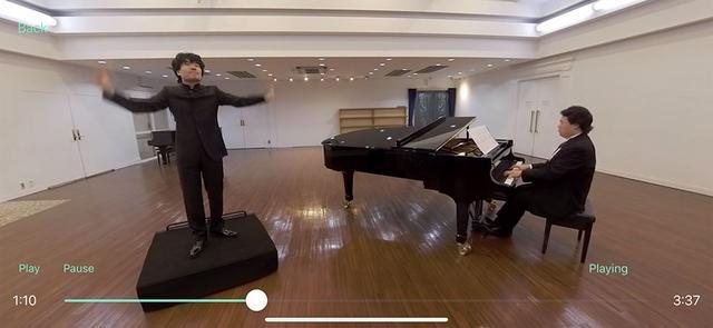 画像: 指揮者やピアノの位置では合唱がどのように聴こえるかも体験できる