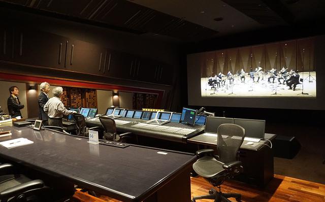画像: 実証実験が行われた、東映デジタルセンターの試写室。映画館と同等のドルビーアトモス再生環境を備えている