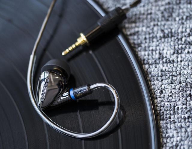 画像1: HiBy Musicのイヤホン「HiBy SeedsⅡ」が4月10日に発売される。10.2mmダイナミックドライバーを搭載し、40kHzまでのハイレゾ再生に対応