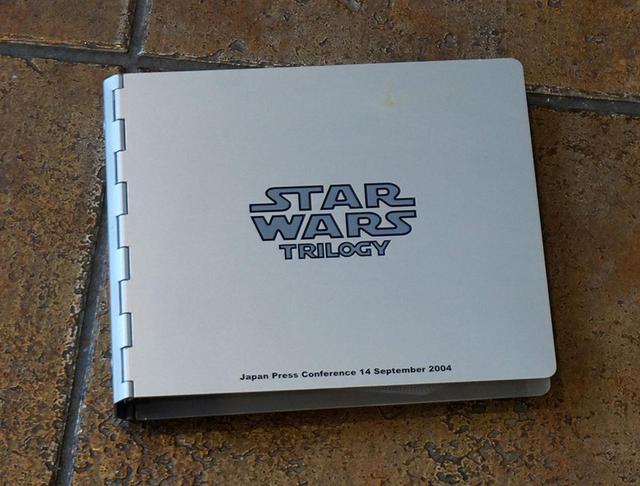 画像: DVD BOX『STAR WARS TRILOGY』の発表会で配られたお土産。ちゃんと「Japan Press Conference 14 September 2004」の文字が見える。この時は、発表会のためにアンソニー・ダニエルズも来日していました